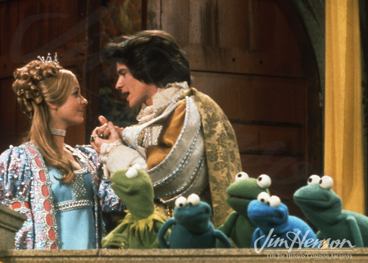 Trudy Young as Princess Melora & Gordon Thomson as Sir Robin the Brave with Kermit and the other frogs Jim Henson's The Frog Prince picture image