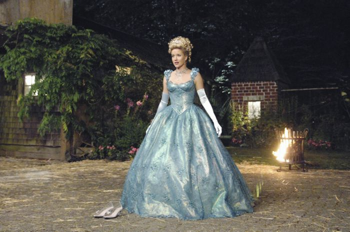Jessy Schram as Cinderella in Once Upon a Time Season 1 Episode 4; The Price of Gold picture image