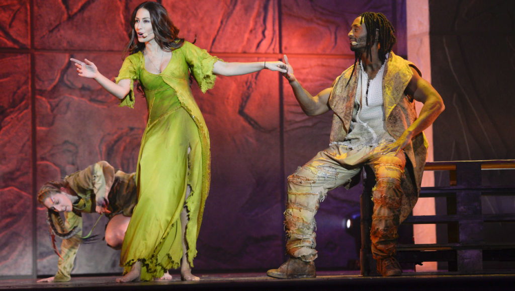Hiba Tawaji as Esmeralda & Jay as Clopin 2016/2017 Notre Dame de Paris picture image