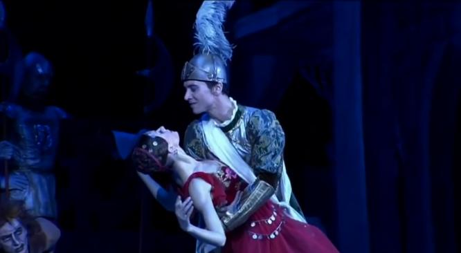 Esmeralda & Phoebus, La Esmeralda, Kremlin Ballet Company, Moscow picture image