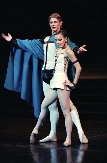 Clairemarie Osta as Esmeralda & Karl Paquette as Phoebus, Roland Petit Notre Dame de Paris picture image