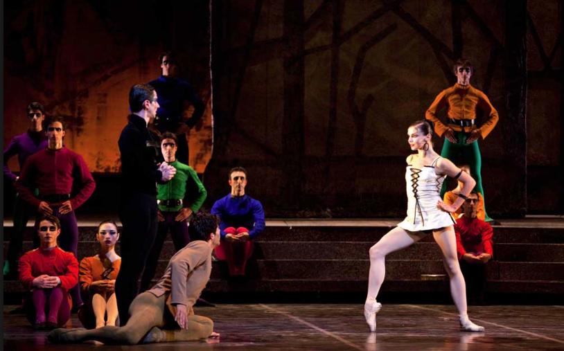 Natalia Osipova as Esmeralda, Roberto Bolle as Quasimodo and Mick Zeni as Frollo, Roland Petit Notre Dame de Paris 2013 picture image