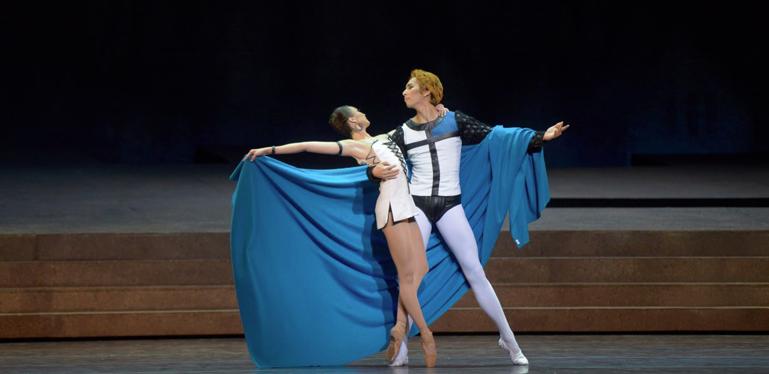 Phoebus and Esmeralda Roland Petit Notre Dame de Paris Ballet picture image