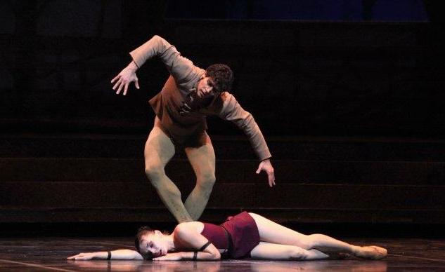 Quasimodo and Esmeralda in Roland Petit Notre Dame de Paris Ballet picture image